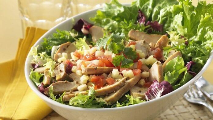 Ensalada de Pollo, Queso y Frutas Secas