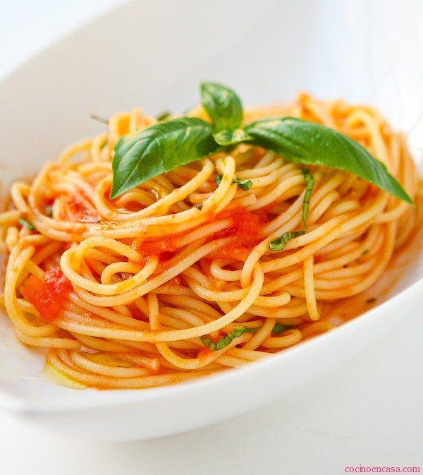 Espaguetis con Salsa de Tomate-recetas