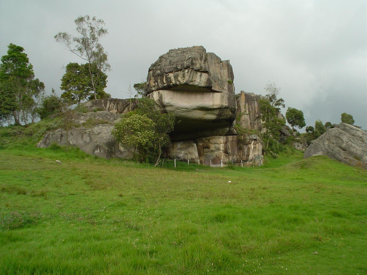 http://encolombia.com/el-turismo/destinos-turisticos/destinos-colombianos/cundinamarca/parque-arqueologico-piedras-del-tunjo/