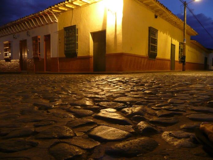 Santa Fe de Antioquia de noche