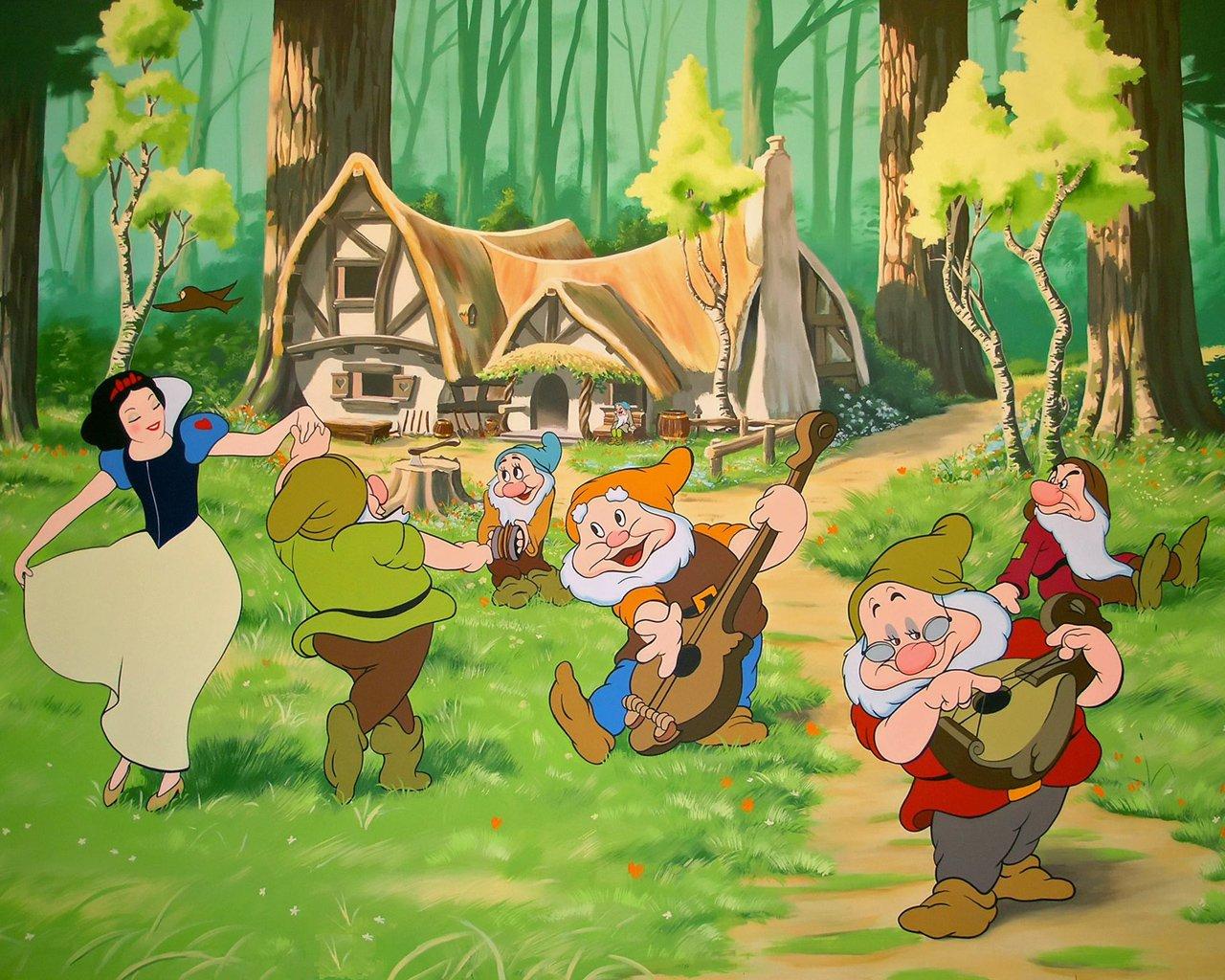 Blancanieves cuentos infantiles cl sicos historias para - Casa de blancanieves y los 7 enanitos simba ...