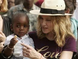 Madonna podría adoptar niña de Malawi