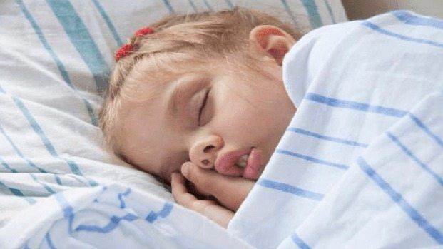 Niños que duermen menos pesan más