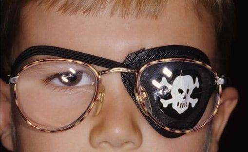 """Parche para tratar el """"ojo perezoso"""" todo el día, no es necesario"""