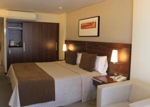 Howard Johnson La Cañada Hotel & Suites