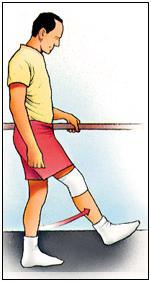 De pie, elevación de pierna extendida