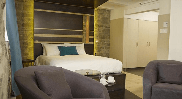 Hotel le Priori (Hoteles en Quebec)