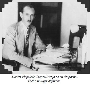 Doctor Napoleón Franco Pareja en su despacho