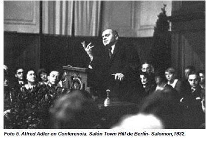 Alfred Adler en Conferencia. Salón Town Hill de Berlín- Salomon,1932