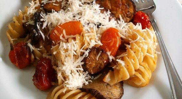 Pasta con berenjena y tomate