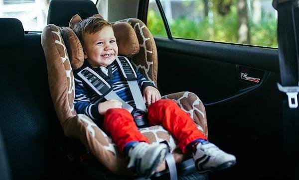 niños encerrados en autos