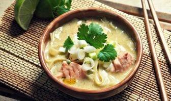 Sopa Oriental de Pescado con Cilantro