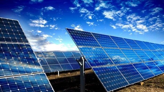 ENERGÍA SOLAR, CARACTERÍSTICAS, VENTAJAS Y DESVENTAJAS