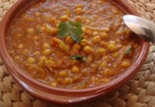 Curry de garbanzos con yogur