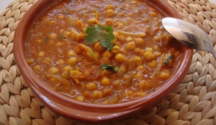 Curry de garbanzos con yogur