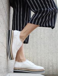 Deportivas blancas los zapatos más cómodos