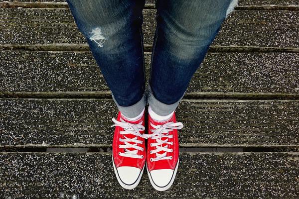 Combinar Jeans con Zapatillas
