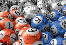 ¿Te ha pasado que no recuerdas cuándo juega tu lotería favorita?, es normal pasa con muchas cosas y no solo con las loterías. Es normal que olvidemos muchas cosas y más cuando se trata de horarios, fechas u horas. En este artículo hablaremos de loterías y chances que juegan el jueves. Y es que este día parece ser algo especial ¿Será que trae suerte?. Hablemos un poco de las loterías que juegan este día y por supuesto los chances. Te va interesar: Resultados del chance hoy Loterías de los jueves En Colombia se juegan cada día dos loterías solamente. Es decir, que para cada día de la semana solo se juegan dos loterías, caso contrario con los chances que como veremos más adelante se juegan muchos y a diario. Lotería de Bogotá Esta lotería se juega todos los jueves a las 10:30 pm de la noche y su sorteo es transmitido en canal uno. Esto está condicionado con el espacio que el canal disponga, es decir, puede retrasarse unos minutos. En lo que respecta a los jueves festivos, el sorteo puede hacerse otro día de la semana. ¿Dónde puedo comprarla? Se puede comprar con los diferentes lotería o distribuidores cerca de tu casa, en las máquinas de baloto, puntos pagatodo y loticolombia. ¿Cuánto vale el boleto? El billete de la lotería tiene un costo de $15000 mil pesos y los premios son: Un premio mayor de $9.000 Millones. Un premio mega gordo de $400 Millones. Tres premios super gordos de $100 Millones. Diez premios millonarios de $50 Millones. Diez premios millonarios de $20 Millones. Treinta premios millonarios de $10 Millones. Lotería del Quindío Esta lotería se juega todos los jueves a las 10:30 PM y su sorteo es transmitido en vivo por el canal Telecafé. al igual que con la lotería de Bogotá si el jueves es festivo entonces el sorteo se realiza en cualquier otro día de la semana. ¿Dónde puedo comprarla? Se puede comprar con los diferentes lotería o distribuidores cerca de tu casa, en las máquinas de baloto, puntos pagatodo y loticolombia. ¿Cuánto vale el boleto? La lotería